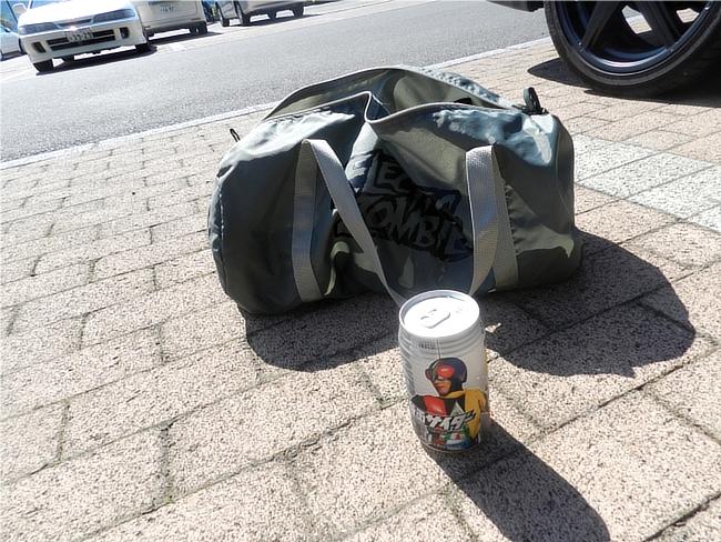 エレクトリック・ゾンビのジムバッグのアップ写真