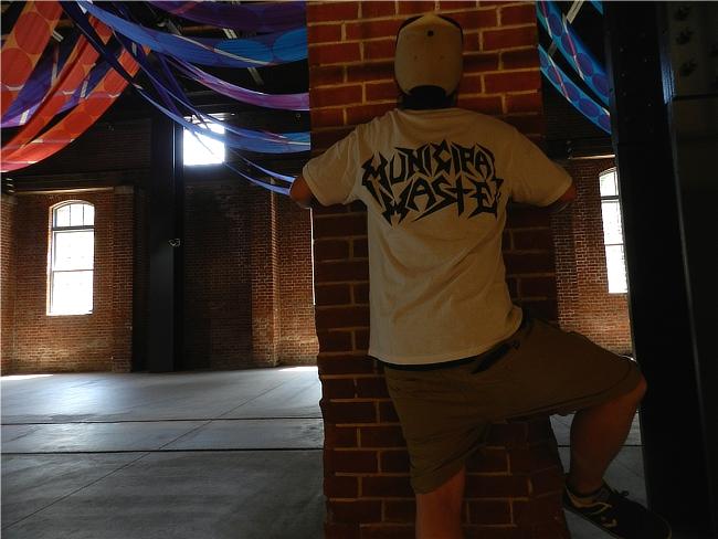 ミュニシパル・ウェイストTシャツのバックのデザイン