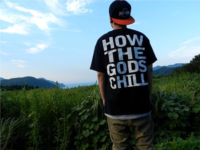 コールド・ワールドのTシャツ。背中デザイン
