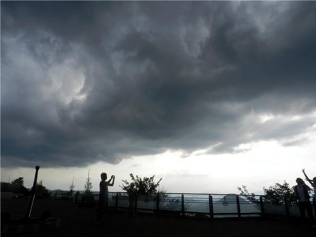 ゲリラ豪雨直前の空