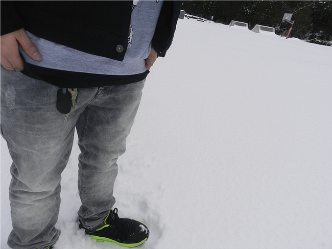 グレイブテイカーのデニムジャケットとジーンズのコーデ