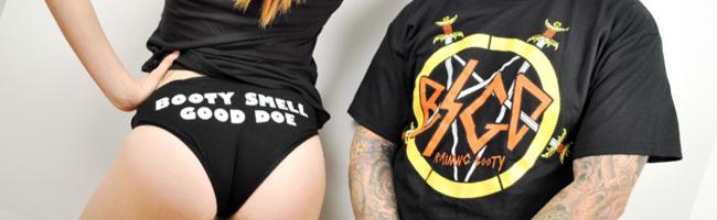 Booty Smell Good Doe、スレイヤーロゴのパロディーTシャツ