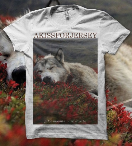 A Kiss For Jearsey - Sleeping Husky Tシャツ